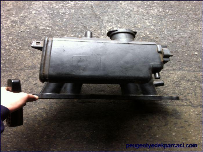 Peugeot 106 1.4 benzinli emme manifoldu