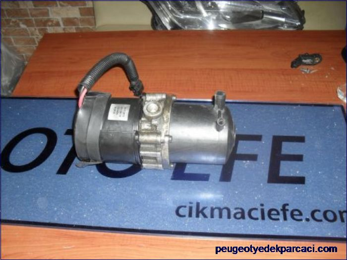 Peugeot 106 direksiyon pompasý
