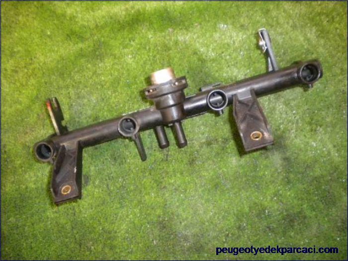 Peugeot 106 enjektör kütüðü 9607080380