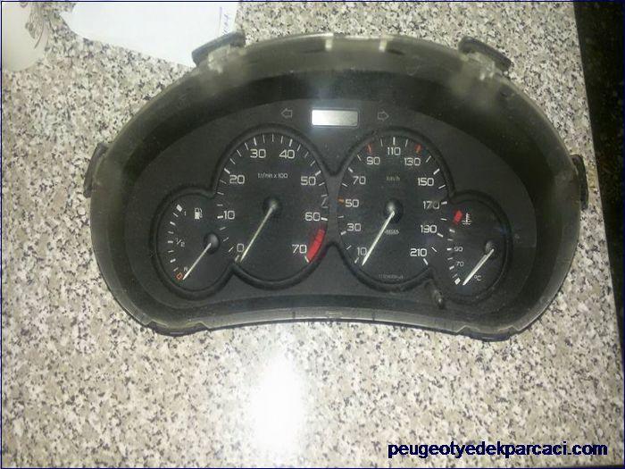 Peugeot 206 gösterge saati 1999-2003 arasý