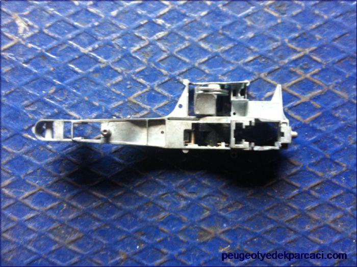 Peugeot 207 kapı kolu mekanizması 9680168680