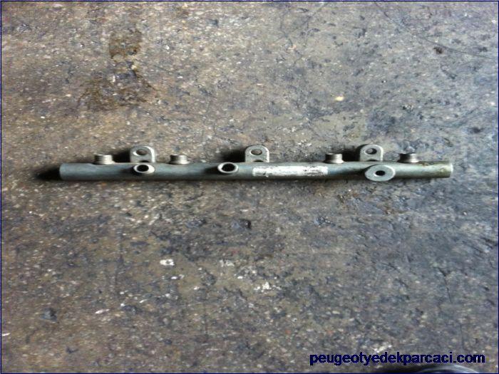 Peugeot 307 2.0 hdi enjektör rampası 9640387980